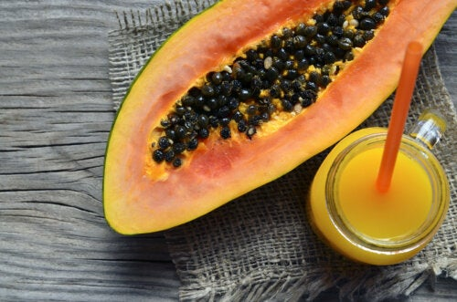 Cómo combatir la inflamación y los gases intestinales con aloe vera y papaya