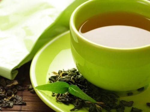 Taza con té verde