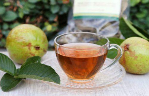 Taza de té de guayaba.