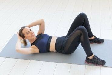 ¿Quieres tonificar tu abdomen en casa? Pon en práctica estos 5 ejercicios