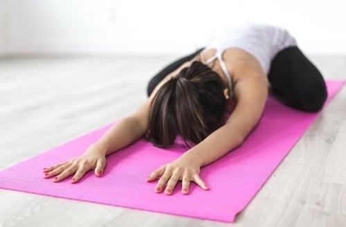 Ejercicio de yoga para aliviar el lumbago