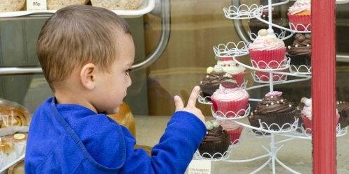 Evita-estos-alimentos-azucarados-toxicos-y-peligrosos-para-tu-bebe.