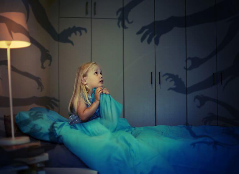 ¿Cómo ayudar a los niños con miedo a la oscuridad?