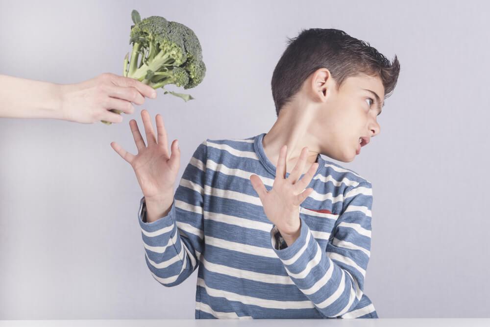 Cómo lidiar con los niños que rechazan la verdura