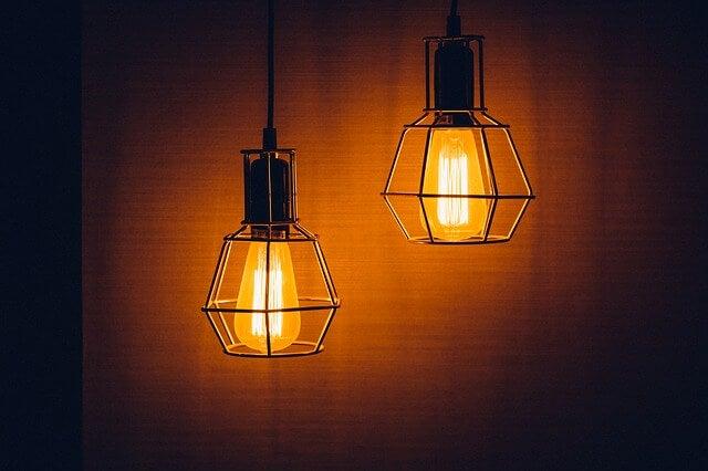 gastar menos en electricidad: comprar bombillas de bajo consumo