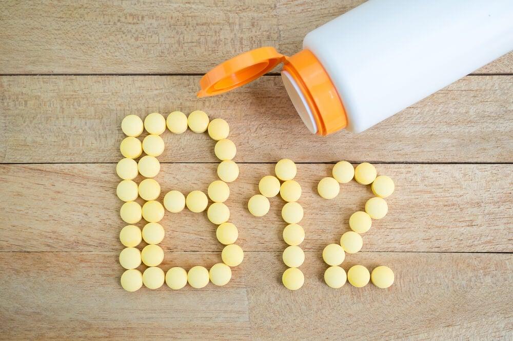 Deficiencia de vitamina B12 cerebro activo y sano