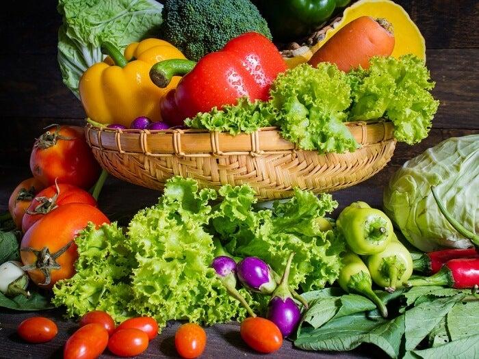 El cocinado atractivo de las verduras en la dieta