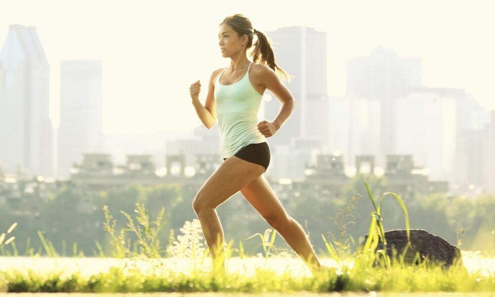 Hacer ejercicio físico es bueno para controlar el colesterol.