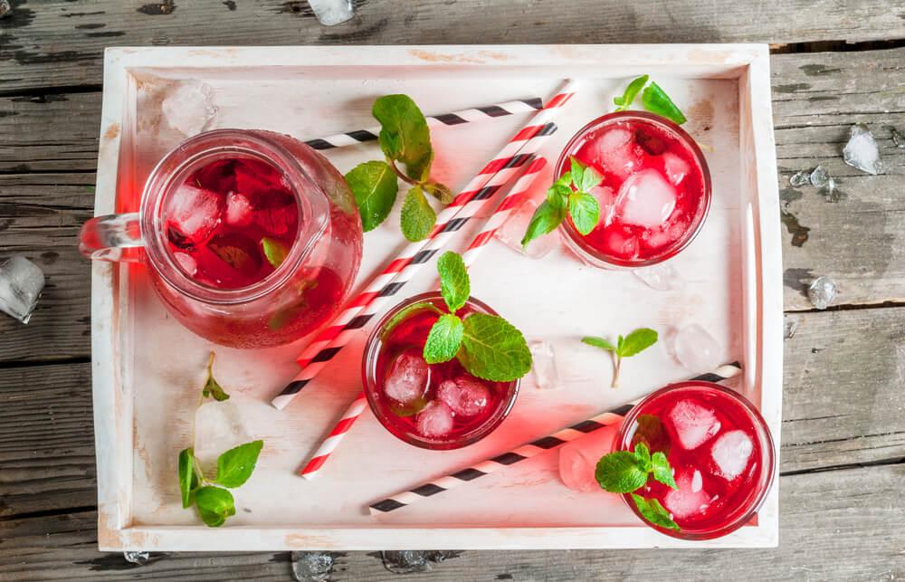 Infusión de limón, fresas y menta