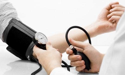 Conoce estos 4 remedios naturales contra la hipertensión
