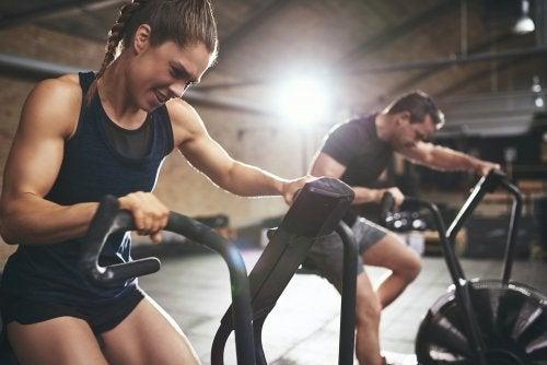 Ropa-para-hacer-ejercicio-telas-capas-y-bolsillos