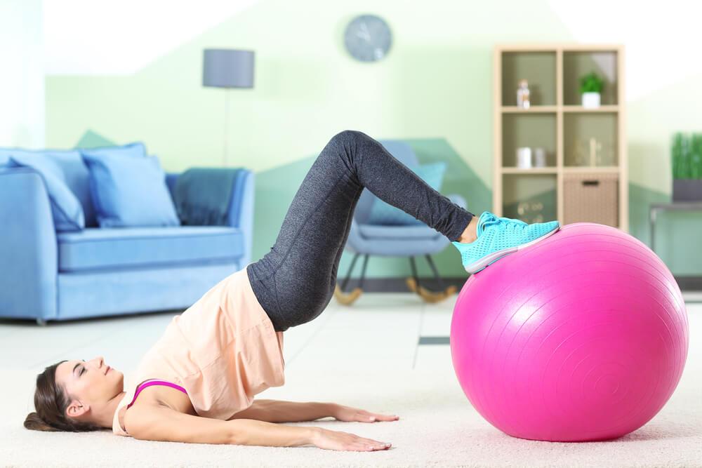 Ropa para hacer ejercicio telas, capas y bolsillos