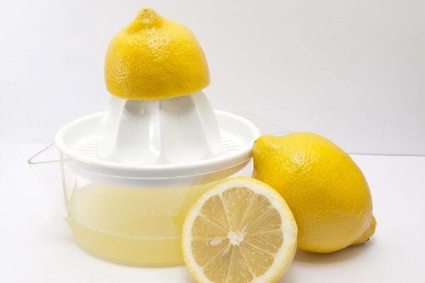 Zumo de limón como sustituto de la sal.