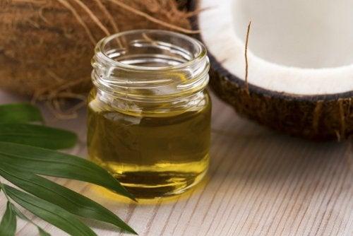 Desmaquillar con aceite de coco y miel.
