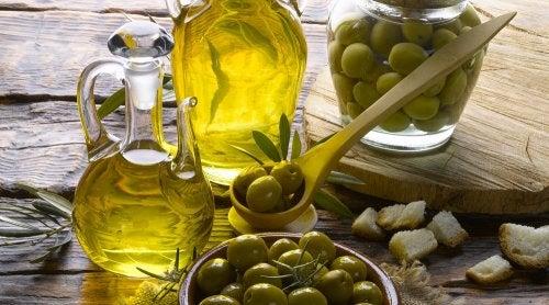 Mascarillas con canela y aceite de oliva para hidratar el cabello