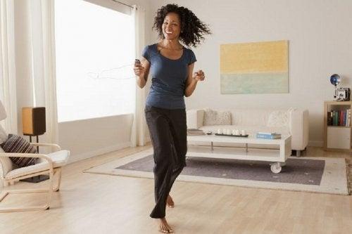 Praticar aeróbica, exercício eficaz para eliminar a gordura acumulada no corpo