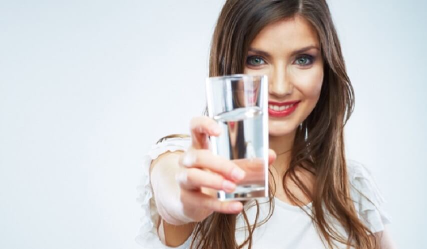 Bebe mucha agua durante el ayuno intermitente