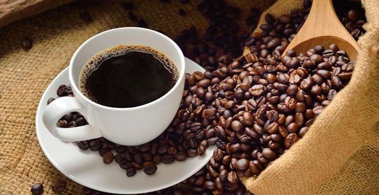 Lo que tres tazas de café al día pueden hacer por tu hígado