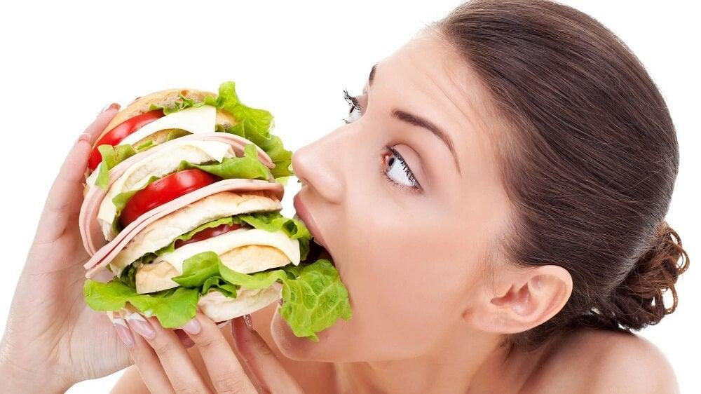 No seguir un horario en tus comidas causa más hambre