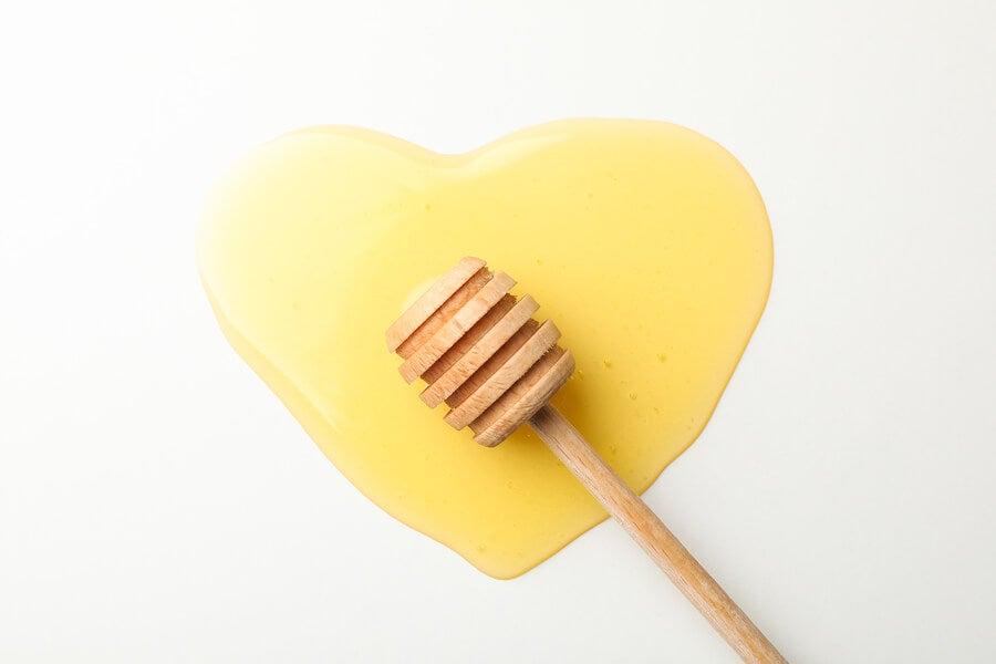 Corazón de miel de abejas.