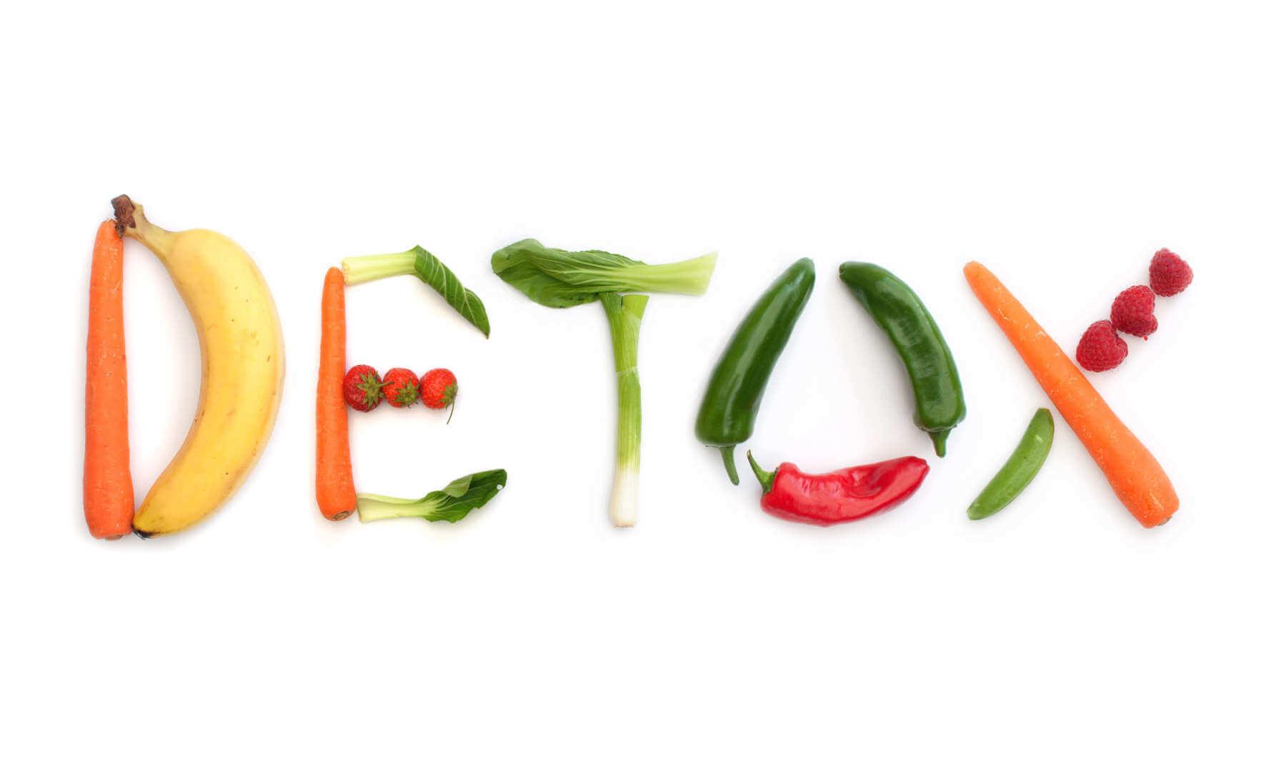 Palabra detox hecha de frutas y vegetales