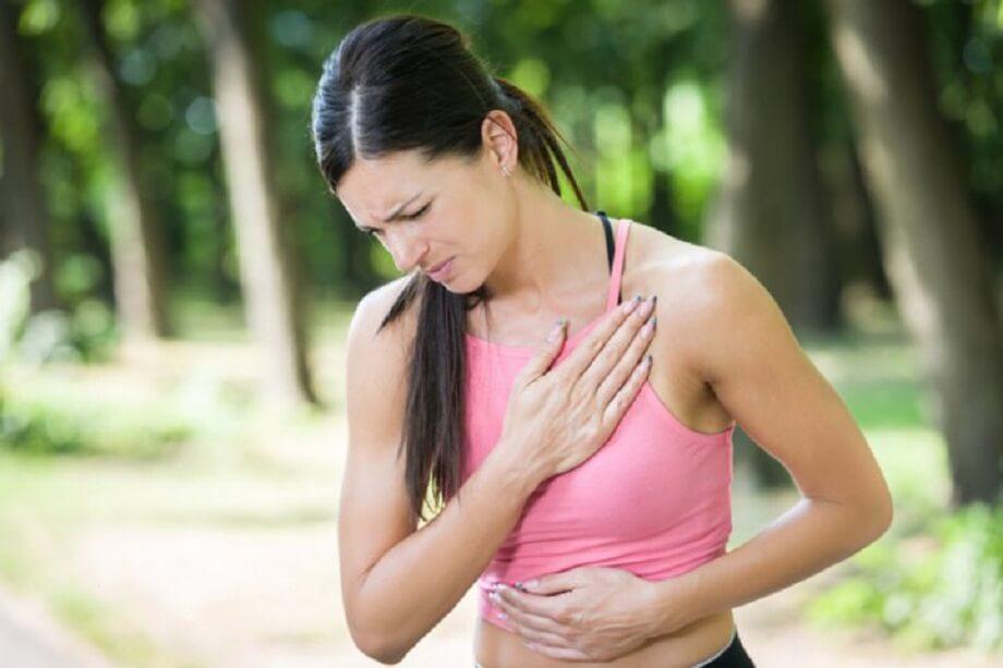 Dolor en el lado izquierdo del pecho puede ser una de las señales de infarto