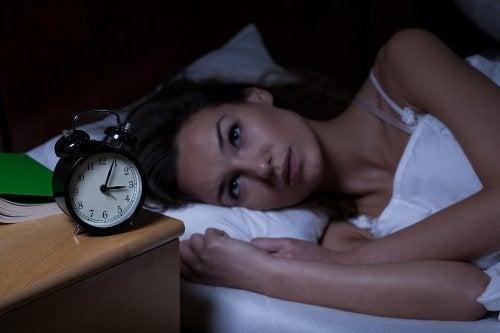 Despertarse de madrugada cada noche tiene su explicación