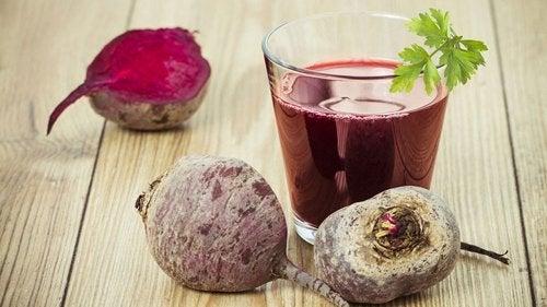 7 razones para incluir zumo de remolacha en la dieta