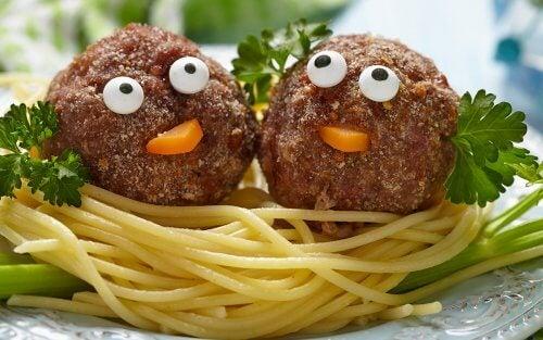 nidos de espaguetis con albondigas