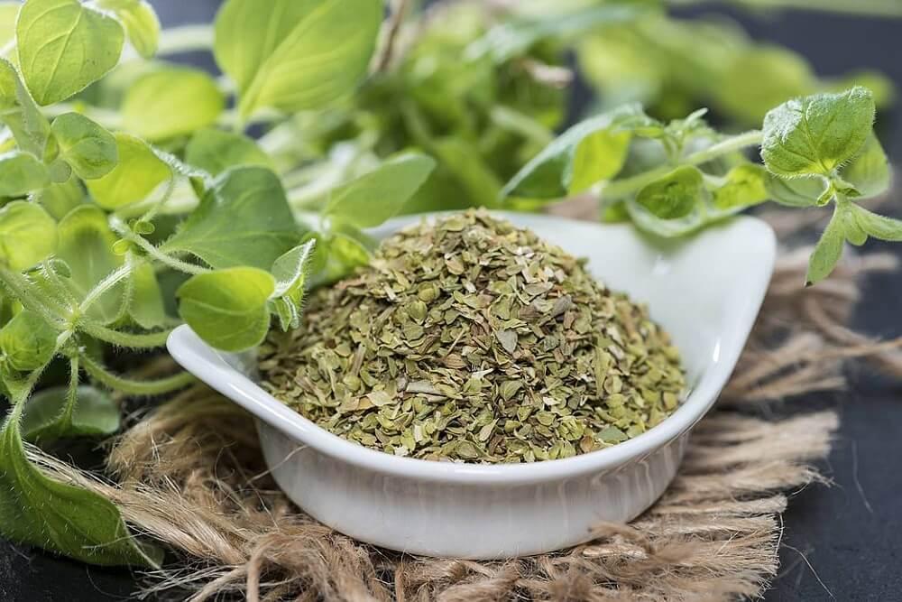 Ervas aromáticas para prevenir e tratar verrugas através da dieta