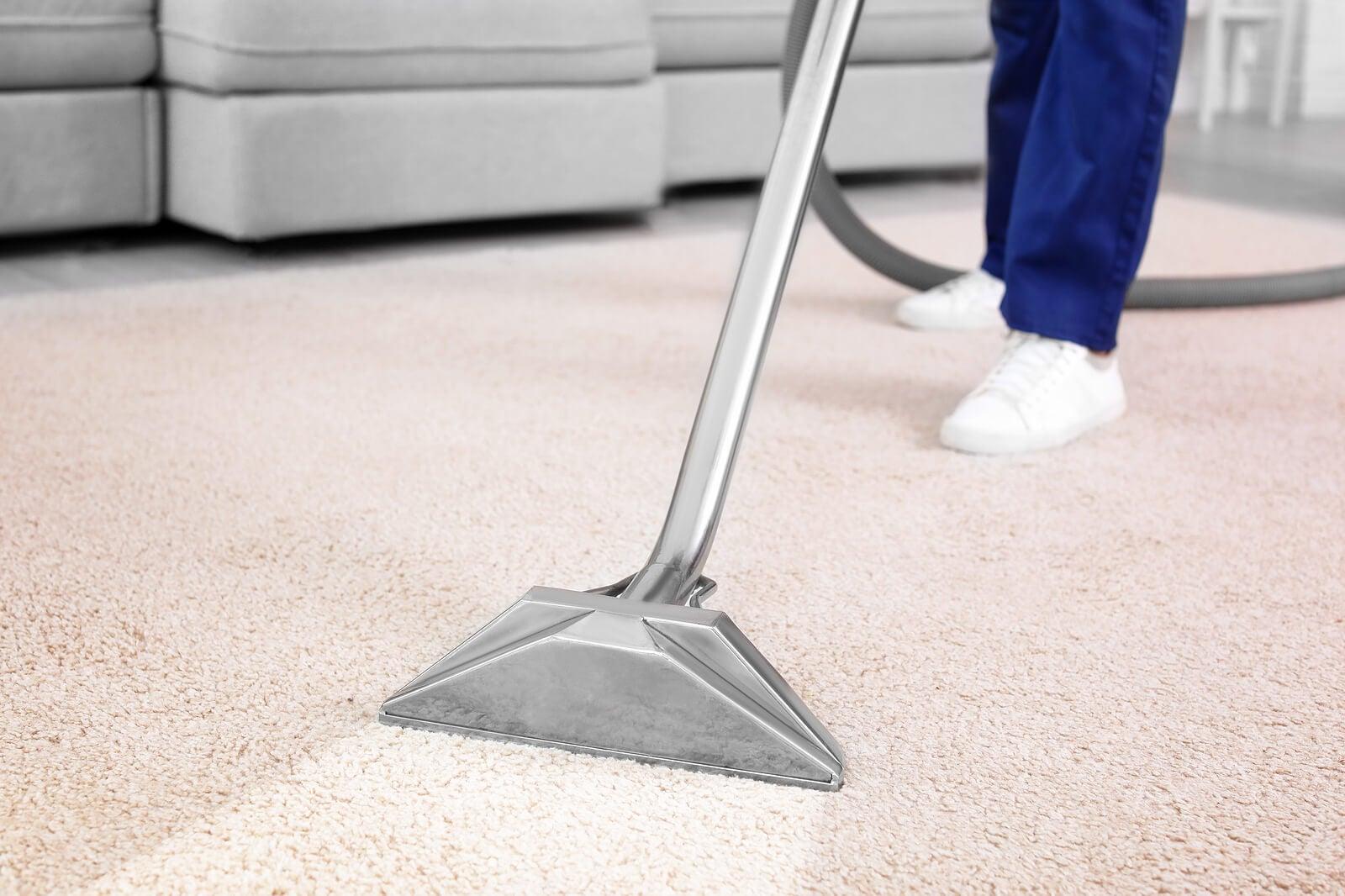 Tener una aspiradora que tenga función de limpiar con vapor puede ser muy útil en la limpieza del hogar.