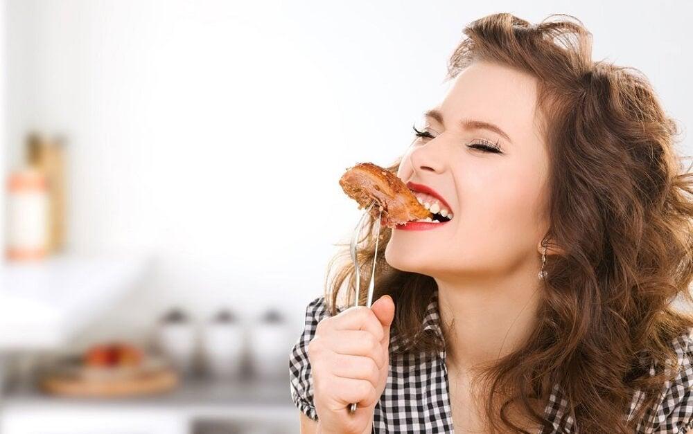 Eliminar los snacks de nuestros hábitos matutinos es un buen paso para empezar a perder peso.