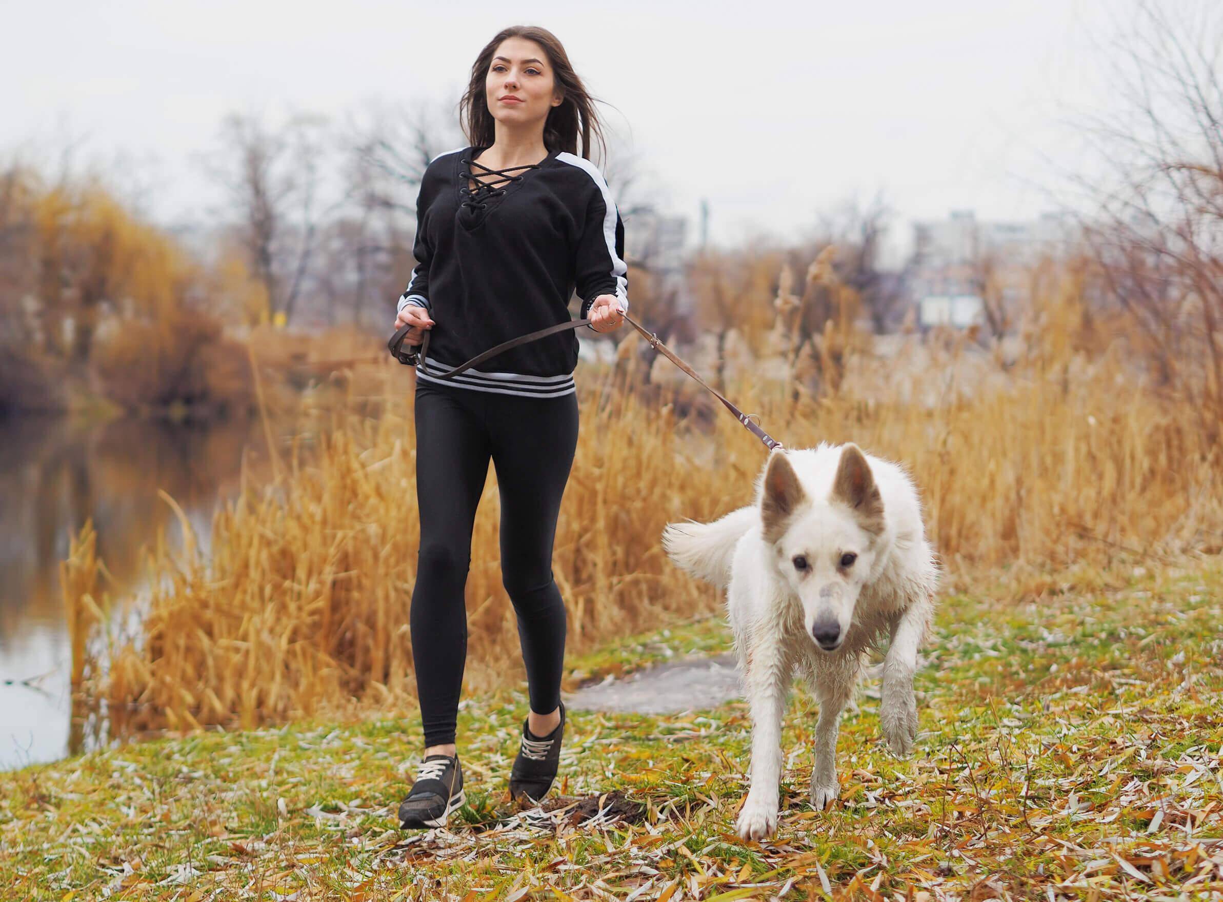 Correr o caminar puede hacerse en solitario.