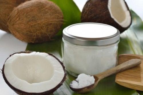 Ungüento de aceite de coco y ajo