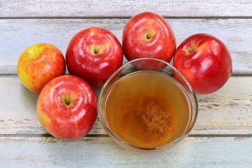Vinagre de manzana y manzanas