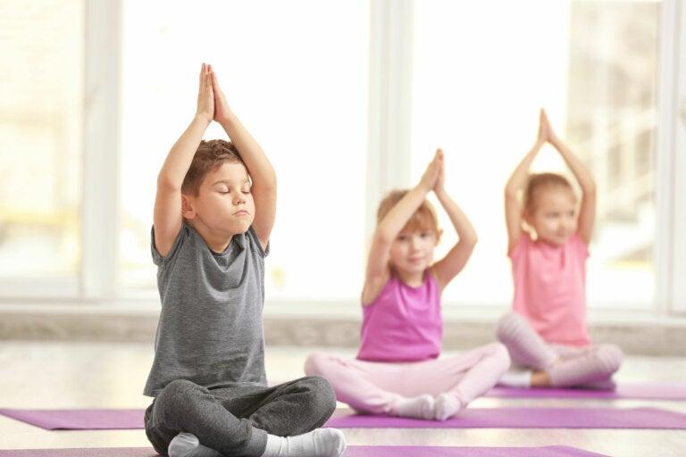 3 fabulosos beneficios del yoga para niños