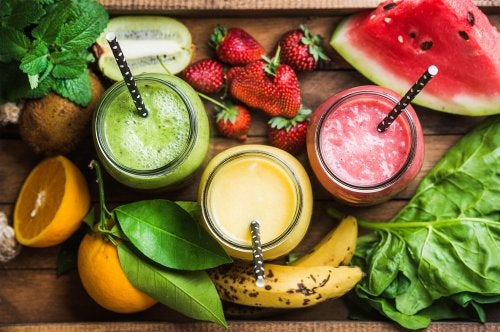5 smoothies altos en fibra para desintoxicar y perder peso