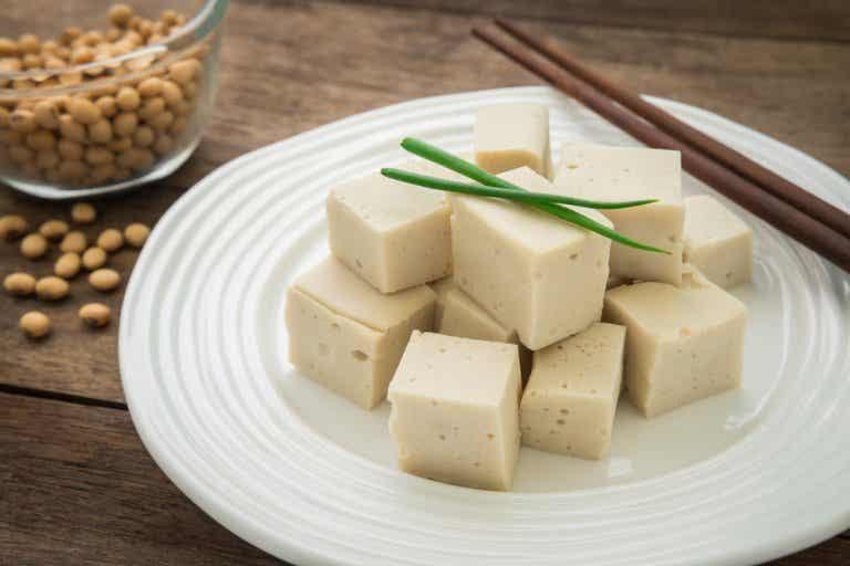 7 grandes beneficios que nos brinda el tofu, el queso de soja