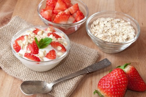 Desayunos con avena de fresa con crema