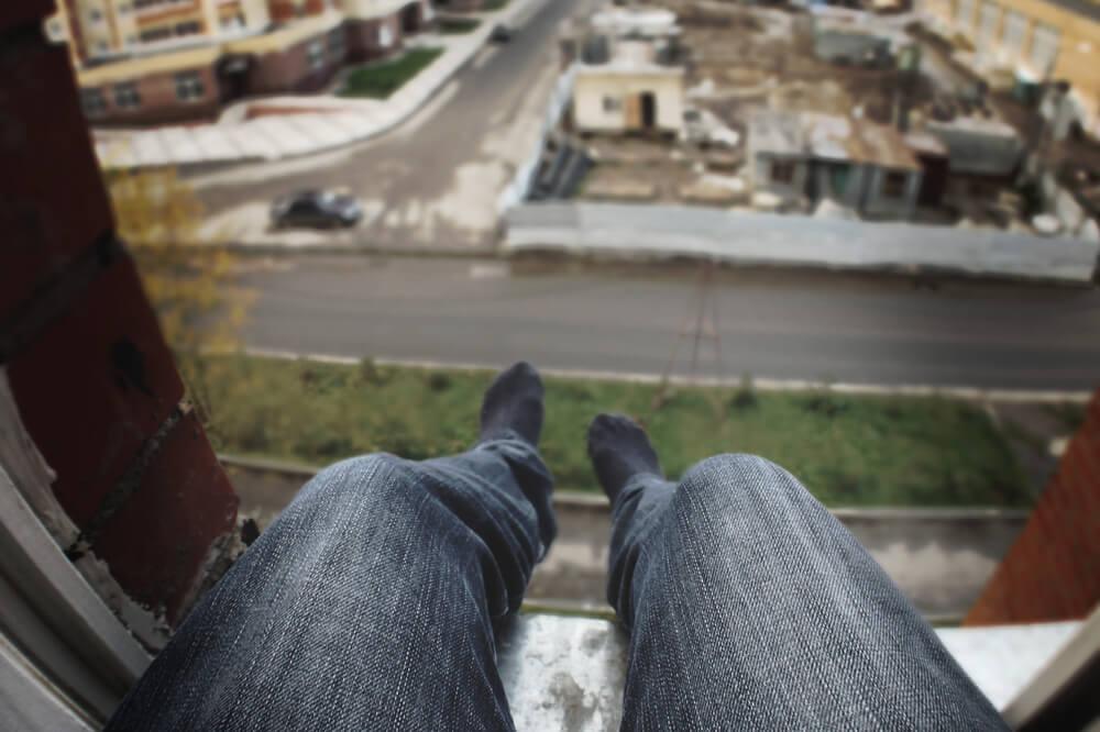 Balconing (Saltar de un balcón)