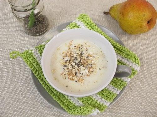 desayunos con avena, batido de pera y jengibre