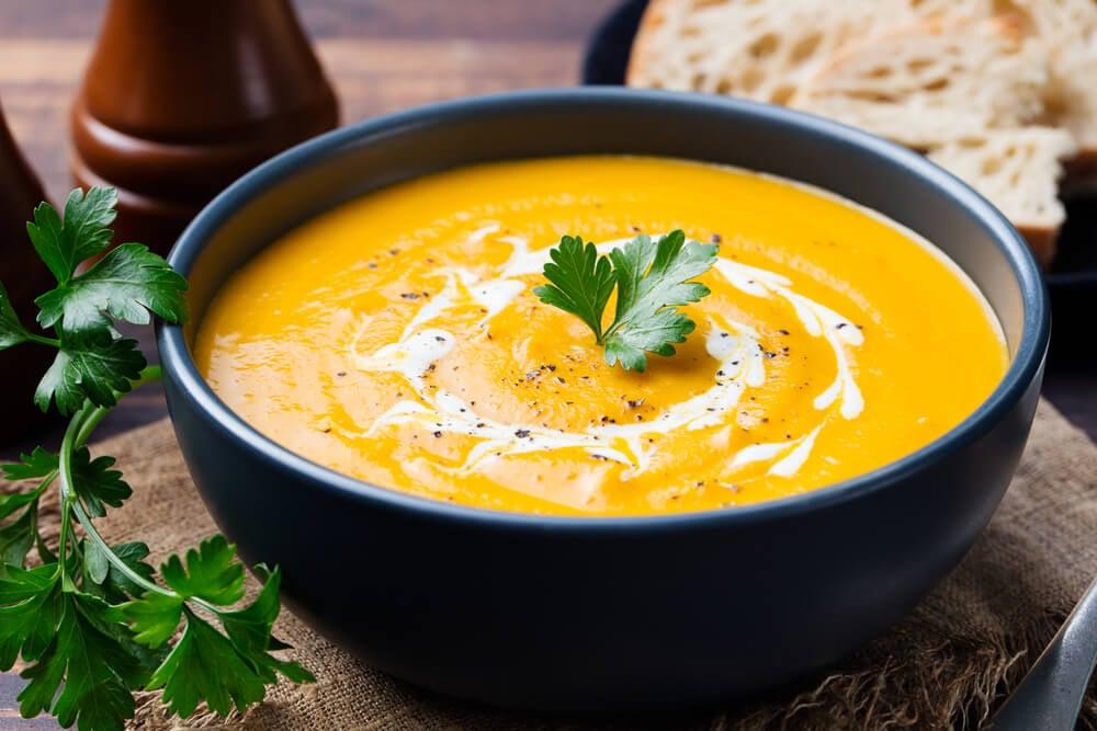 Las cremas y purés son la opción ideal para comer legumbres en los días fríos.