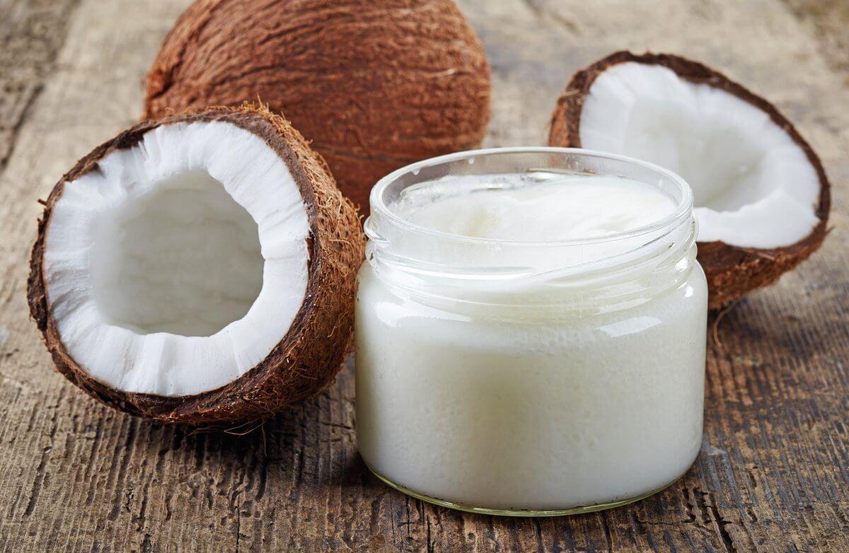 Remedio de aceite de coco para grietas labiales