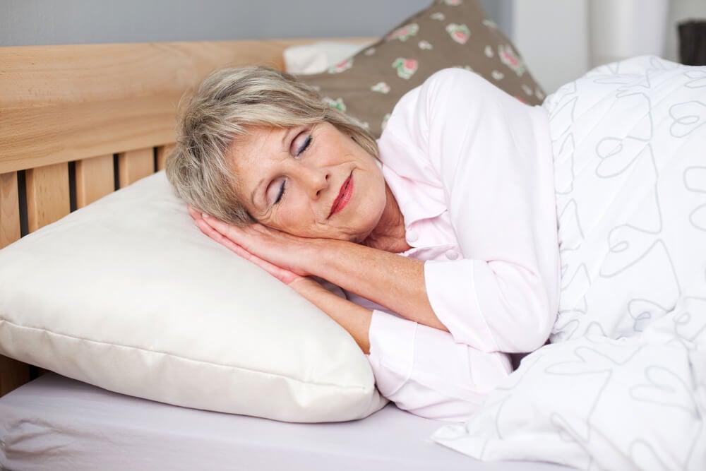 Duerme lo suficiente para reducir los estragos de la menopausia.