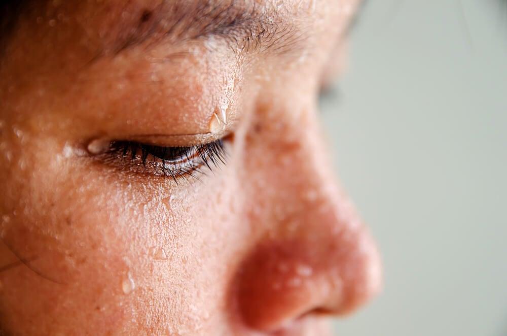 Eyeballing (ponerse alcohol en los ojos) como juego peligroso