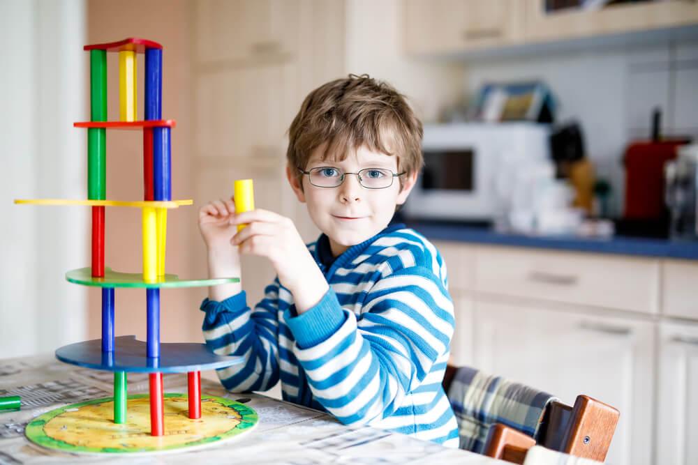 Niño con diagnóstico de tritanomalía