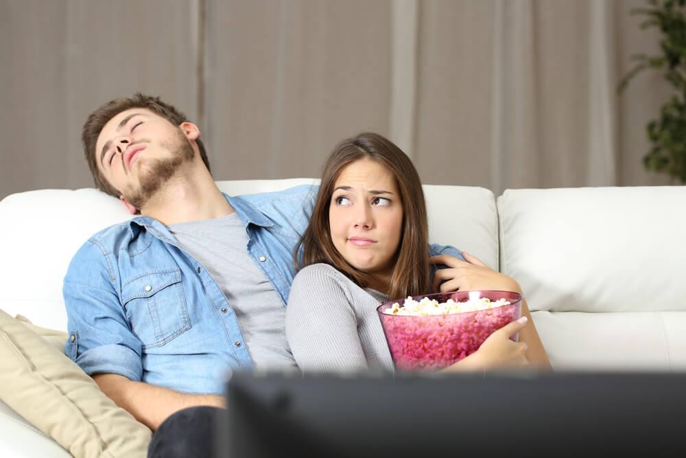 Problemas del sueño: quedarse dormido viendo la televisión