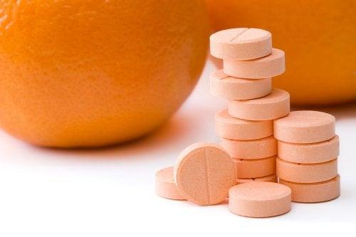 Frente a las verrugas planas, la vitamina C puede ser una gran aliada.
