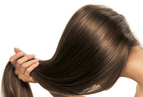 El romero puede ser un acondicionador natural para cabellos.