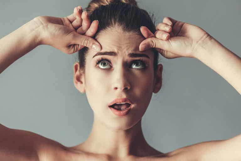 ¿Por qué algunas mujeres tienen arrugas a los 20 años?